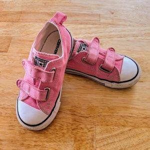 Size 9T pink converse